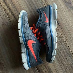 Nike • Running Shoes